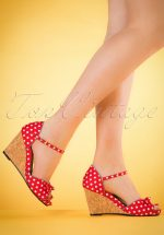 60s Molly Polkadot Wedges in Red