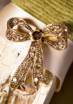 50s Sparkles On My Bow Brooch in Gold